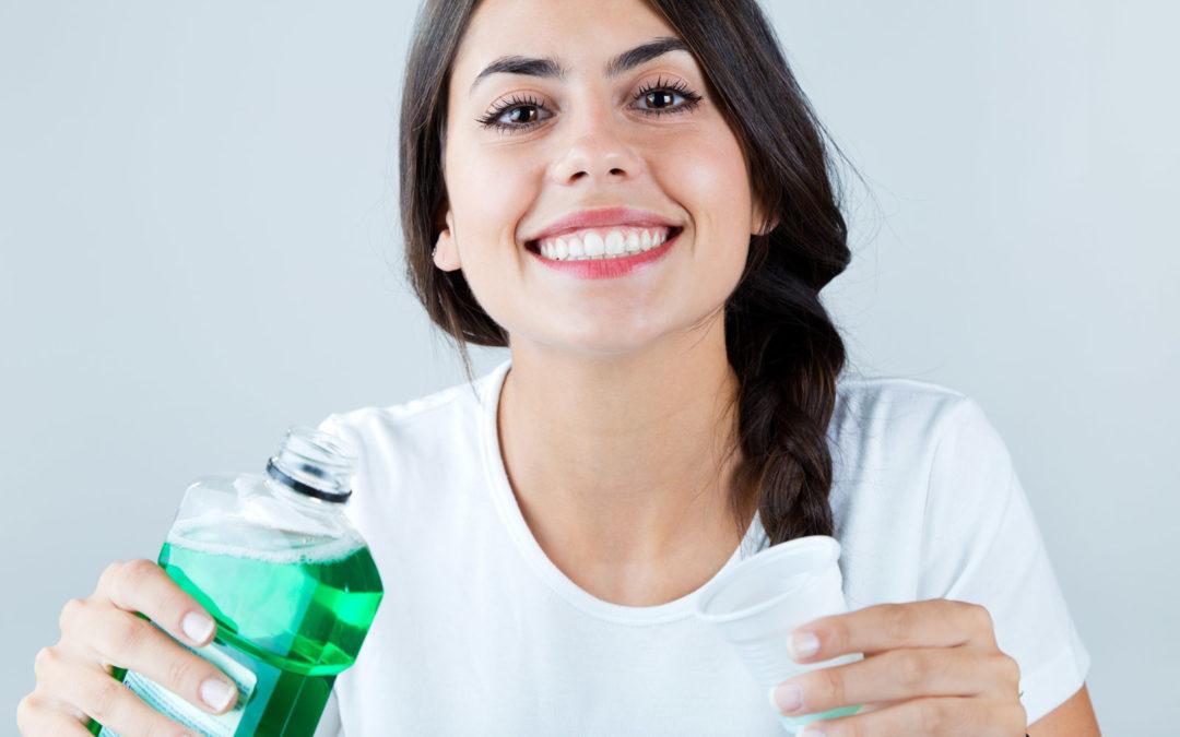 Bain de bouche : comment l'utiliser efficacement…