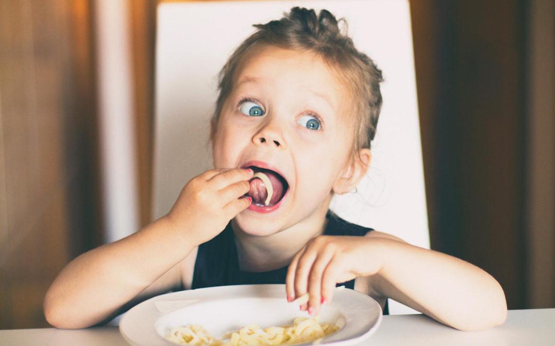 Manger avec les doigts serait meilleur pour la santé !